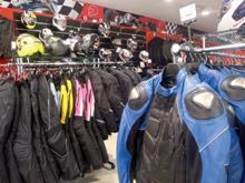 Cuánto cuesta abrir una tienda especializada de ropa motera